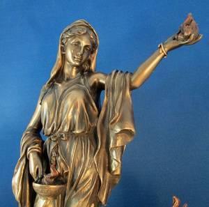 Какие богини греческой мифологии распоряжались судьбой людей