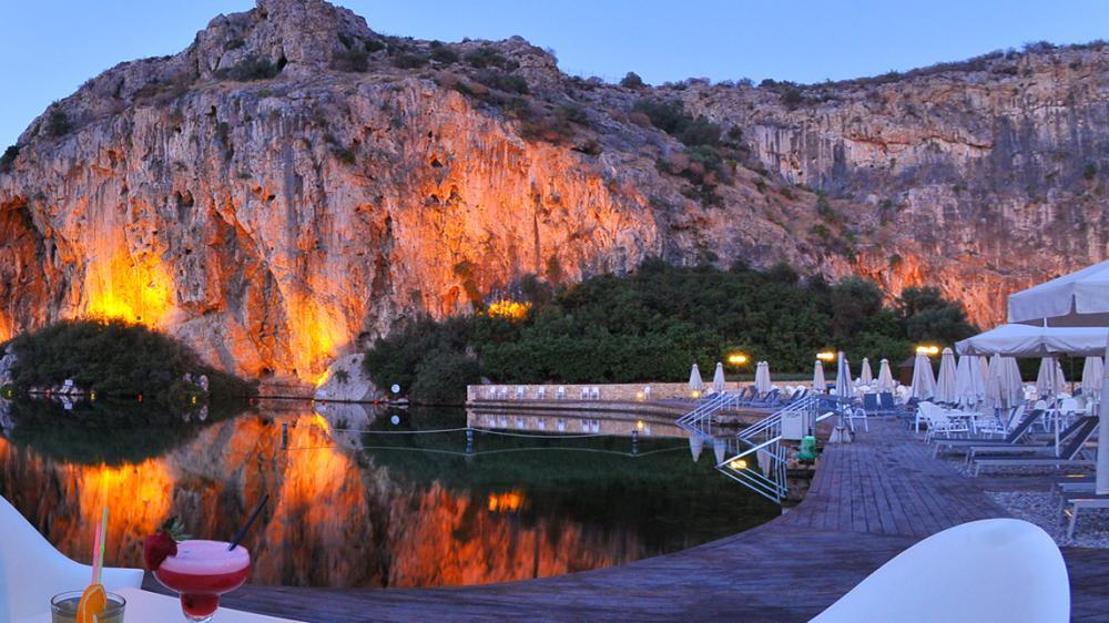 Термальное озеро в черте афин