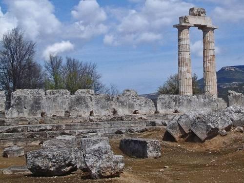 Назовите представленные памятники древнегреческой архитектуры