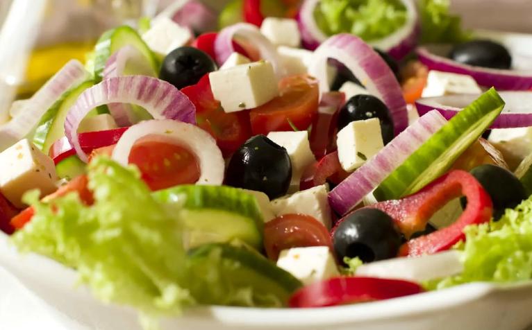 Из чего состоит греческий салат